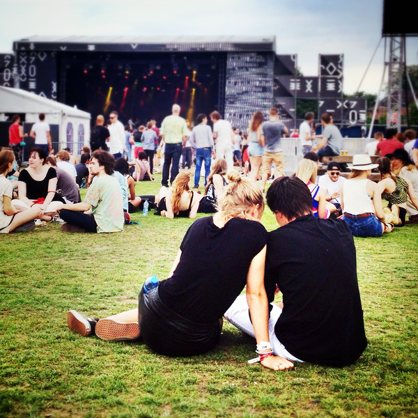 A couple sitting on the lawn at the Pitch Festival in Amsterdam.